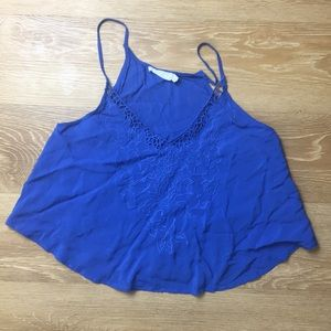 EMBROIDERED DETAIL BLUE CROP CAMI